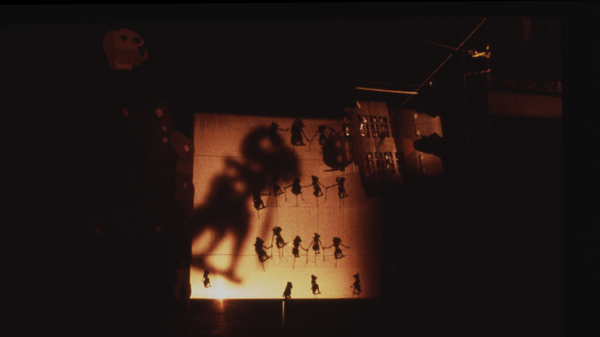 Large-scale transmisi puppets and shadow projections